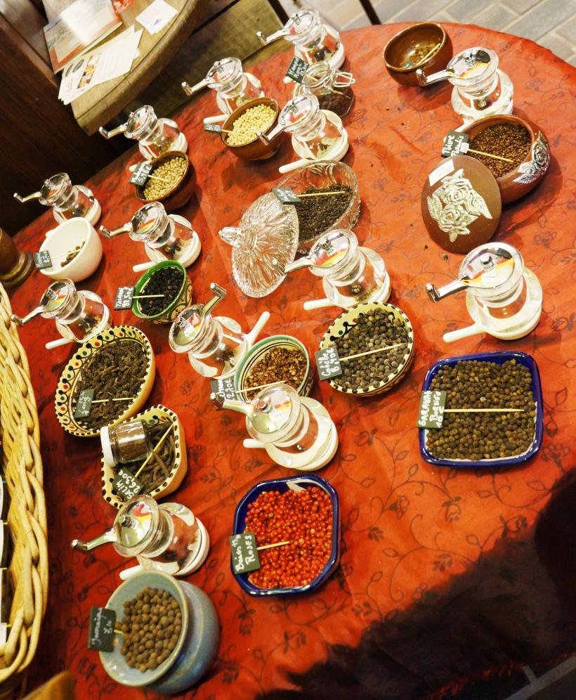 Table des poivres chez Graines d'Epices/ Pic by kiwikoo