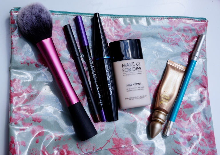 Make-up essential kit for festivals/ Pic by kiwikoo