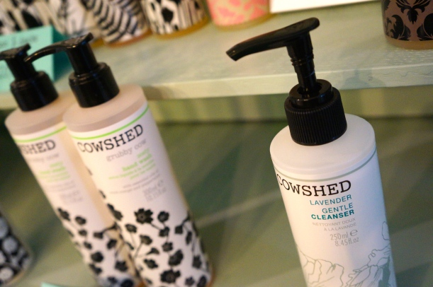 Cowshed facial cleanser/ Pic by kiwikoo.