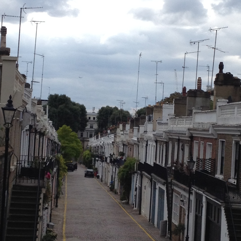 View on Holland Park Mews; London/ Pic by kiwikoo