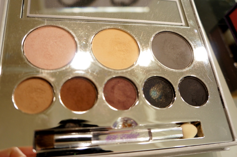 "Jane Iredale ""Smoke & Mirrors SMoky Eye Kit""/ Pic by kiwikoo."