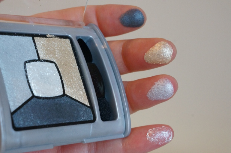 """Smoky Stories in """"Grey-Zi in Love"""" by Bourjois/ Pic by kiwikoo."""