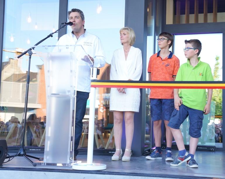 Jean-Philippe Darcis et sa famille à l'inauguration de la Chocolaterie/ Pic by 1FDLE.